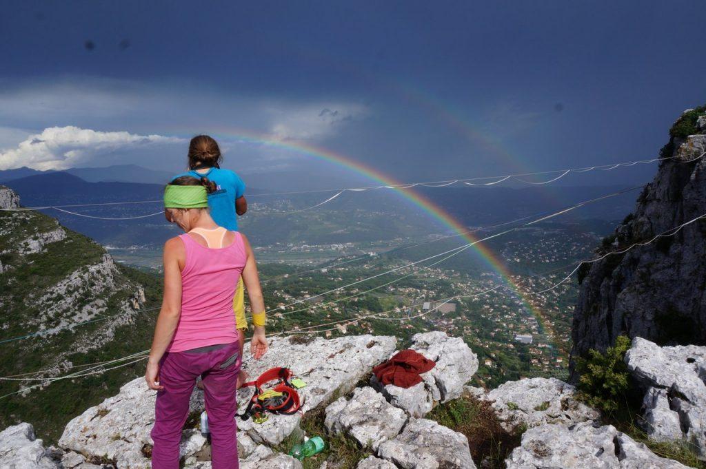 Doppelter Regenbogen über Saint-Jeannet nach dem Gewitter