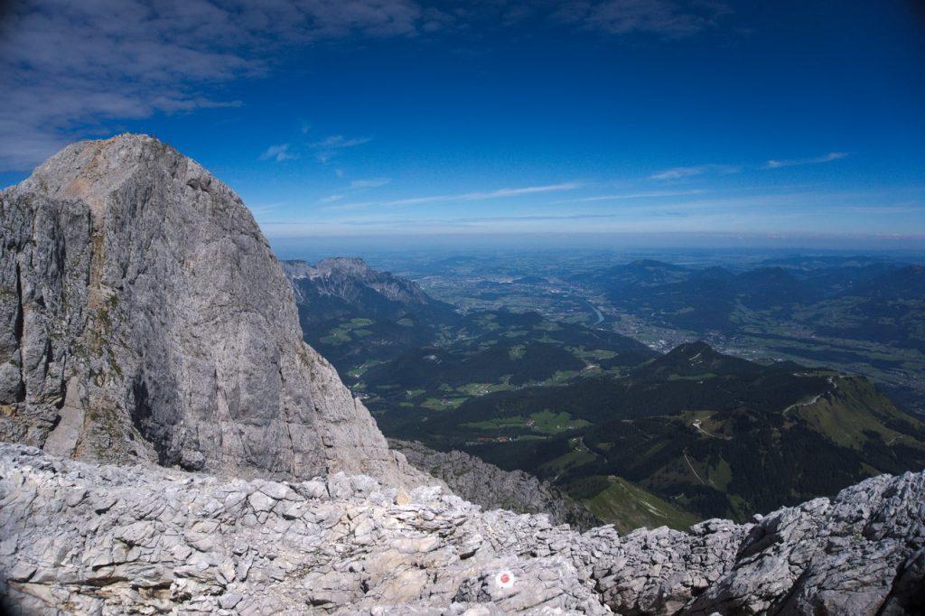 Links der Gipfel des hohen Göll in Richtung Salzburg fotografiert