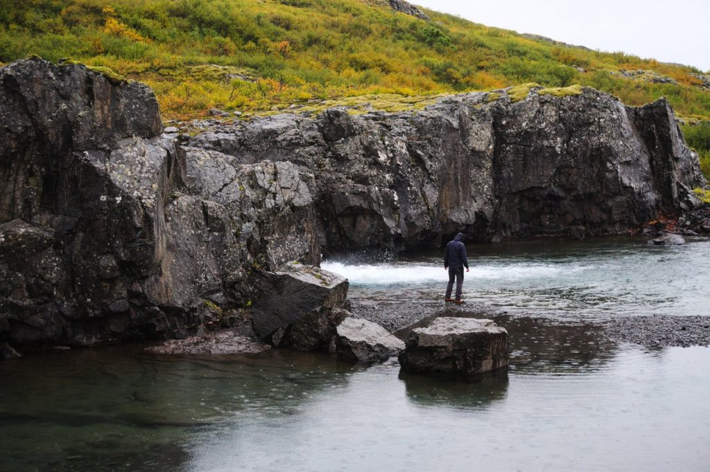 Flußaufwärts im Vatnsfjörður Nature Reserve