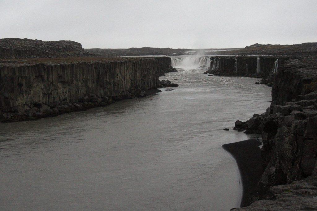 ein weitere Wasserfall Flussaufwärts