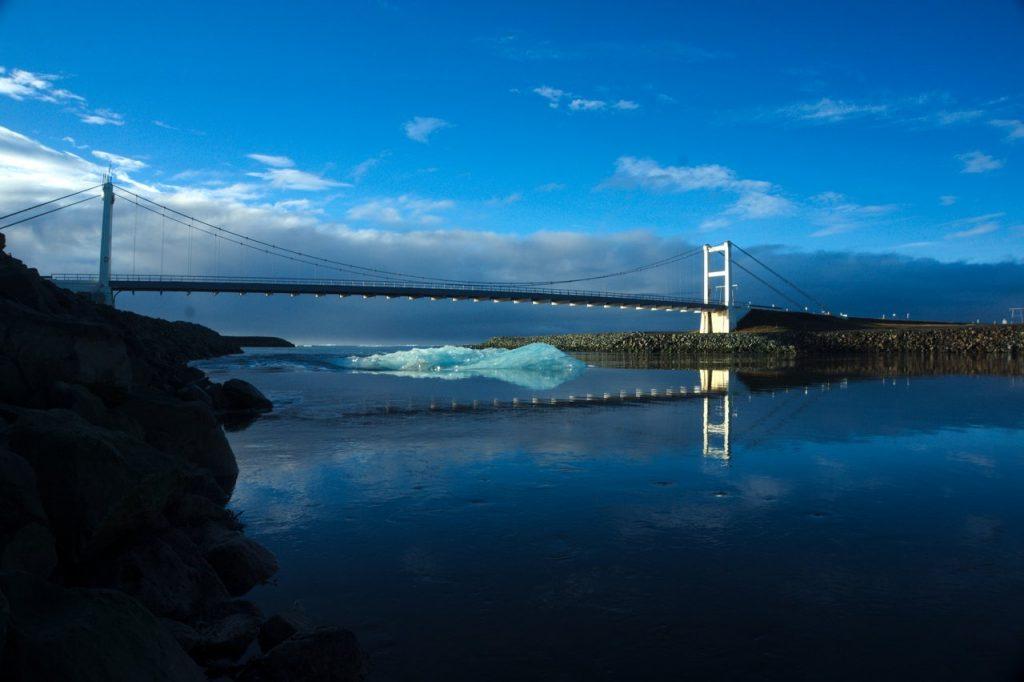 Eisberg am Weg ins offene Meer
