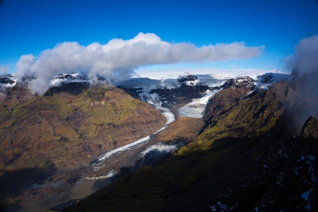 Ausblick vom Gipfel des Kristínartindar über die umliegenden Berge