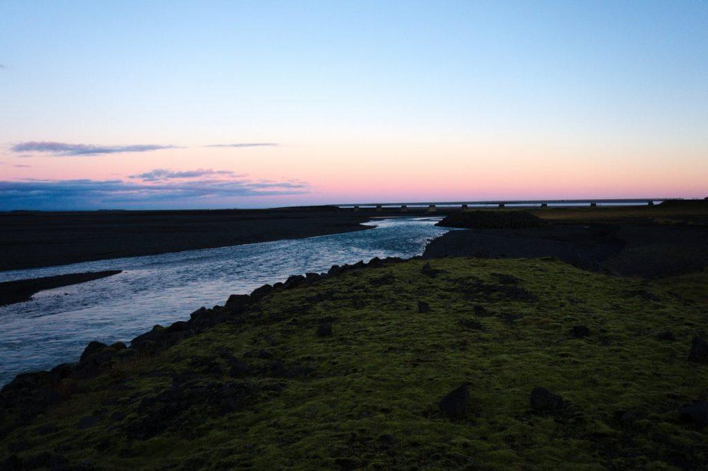 Sonnenuntergang an der Südküste Islands