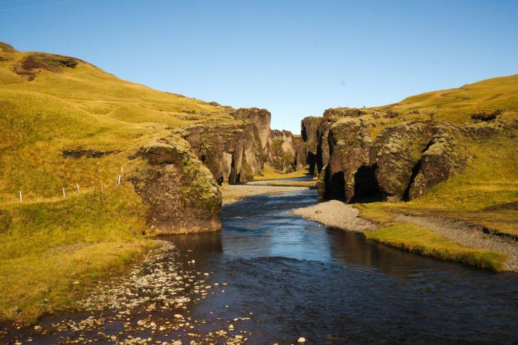 Die Schlucht Fjaðrárgljúfur bei Kirkjubæjarklaustur